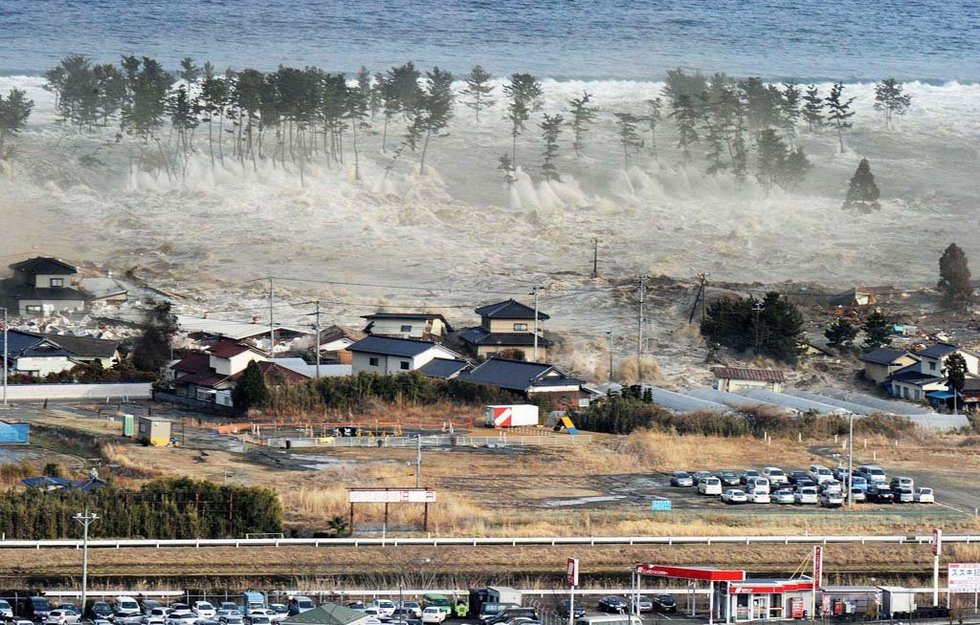 tsunami and consequential poverty A look at issues in the aftermath of the asian tsunami disaster in december 2004.